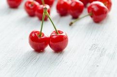 3 d cherry tła white obrazu Czerwone jagody z zielonymi gałązkami Obrazy Royalty Free