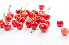 3 d cherry tła white obrazu Czerwone jagody z zielonymi gałązkami Obraz Royalty Free