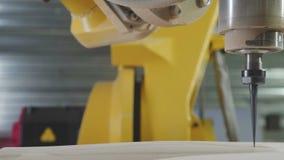 3D CNC Carver Cinzeladura de madeira, máquina de trituração do CNC CNC 3D vídeos de arquivo