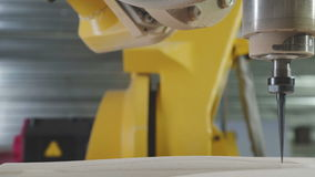 3D CNC Carver Houtsnijwerk, CNC malenmachine 3D CNC stock videobeelden