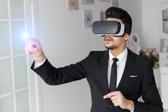 3d concept van de visietechnologie, virtuele glazen Stock Foto's