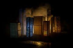 D?coration cr?ative de table d'illustration avec de petits b?timents de ville rougeoyant la nuit B?timents modernes de ville, lum photos libres de droits