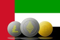 3D cryptocurrencies Bitcoin Ethereum et Litecoin de l'illustration trois avec le drapeau des Emirats Arabes Unis sur le fond Photographie stock libre de droits