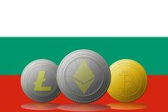 3D cryptocurrencies Bitcoin Ethereum et Litecoin de l'illustration trois avec le drapeau de la Bulgarie sur le fond Photographie stock