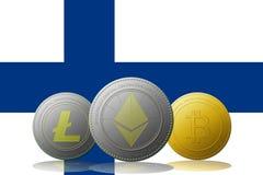 3D cryptocurrencies Bitcoin Ethereum et Litecoin de l'illustration trois avec le drapeau de la Finlande sur le fond Photographie stock