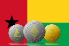 3D cryptocurrencies Bitcoin Ethereum et Litecoin de l'illustration trois avec le drapeau de la Guinée-Bissau sur le fond Photographie stock
