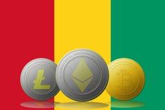 3D cryptocurrencies Bitcoin Ethereum et Litecoin de l'illustration trois avec le drapeau de la Guinée sur le fond Images stock