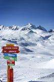 D& x27 de Val del paisaje y de la estación de esquí; isere y espacio de Killy, Tarentaise, Francia fotografía de archivo
