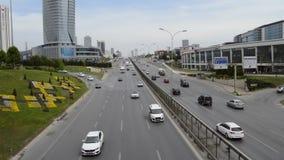 D100 is de Weg Turkije Istanboel Kartal Cevizli, verkeer niet intensief stock footage