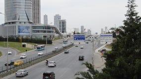 D100 is de Weg Turkije Istanboel Kartal Cevizli, verkeer niet intensief stock video