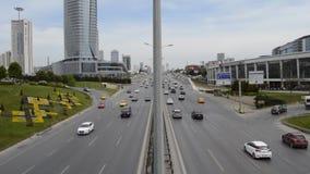 D100 is de Weg Turkije Istanboel Kartal Cevizli, verkeer niet intensief stock videobeelden