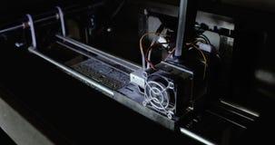3D druk in proces Geavanceerde technologie in gebruik, druk plastic model met Plastic Draadgloeidraad op 3D Printer stock videobeelden