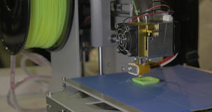 3d drukarka w procesie Ja robi kawałkom dla wyposażenia z zielonym klingerytem zbiory wideo