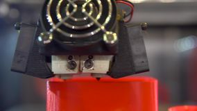 3D drukarki dzia?anie Automatyczna 3D drukarka drukuje przedmiot od klingerytu zdjęcie wideo