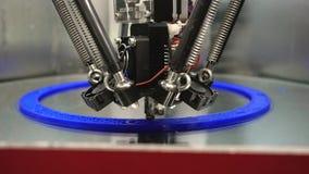 3d drukowej drukarki jaskrawy model w górę ?rodki Automatyczna 3D drukarka wykonuje plastikowego wzorowanie w laboratorium nowo?y zbiory wideo