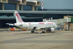 ` D'EL Xar de Gafsa de ` d'Airbus A320-211 TS-IML Tunisair sur l'aéroport de Malpensa, Milan Photographie stock libre de droits