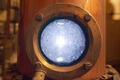 D'en cuivre toujours alambic à l'intérieur de distillerie photo libre de droits