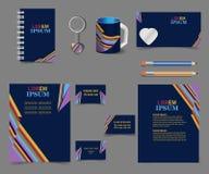 D'entreprise-style-modèle-conception-sur-foncé-bleu-arc-en-ciel-rayures - Affaire-papeterie-ensemble illustration stock