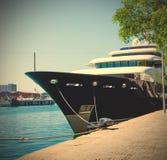 D'Espanya Moll, Барселона, Испания, JUNY 13, 2013, яхта Марта Стоковое Изображение