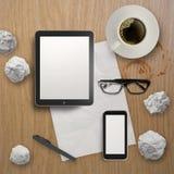 3d esvaziam a tabuleta com telefone celular Imagem de Stock Royalty Free