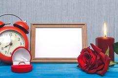 3d festgelegtes Bild Der Antrag verbindung Fotorahmen mit Kopienraum von gerade geheiratet Stockbilder