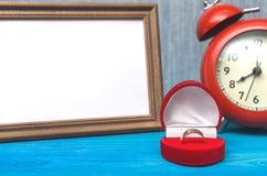 3d festgelegtes Bild Der Antrag verbindung Fotorahmen mit Kopienraum von gerade geheiratet Lizenzfreie Stockfotos
