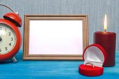 3d festgelegtes Bild Der Antrag verbindung Fotorahmen mit Kopienraum von gerade geheiratet Lizenzfreie Stockbilder