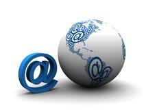 3d framförde emailsymbol med jordklotet Arkivfoto