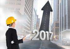 3D 2017 gegen ein zusammengesetztes Bild eines Ingenieurs und der Straße, die in Richtung zum Himmel führen Stockfotos