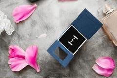 3d geproduceerd beeld Gift Trouwring in een doos Royalty-vrije Stock Foto's