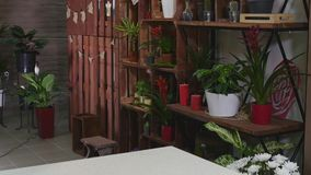 3d getrennt auf Weiß Moderne Blumenladeninnenraumelemente Blumenmusterstudio, Verkauf von Dekorationen und Vorbereitungen Lizenzfreies Stockfoto