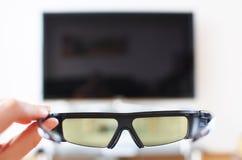 3d-glasses in der Hand lizenzfreies stockbild