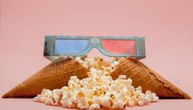 3D glazenpopcorn - 3D bioskoopconcept, ondiepe dof Royalty-vrije Stock Foto's