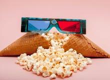 3D glazenpopcorn - 3D bioskoopconcept, ondiepe dof Royalty-vrije Stock Fotografie