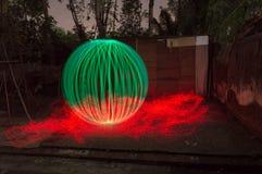 3D groene bal op brand royalty-vrije stock foto