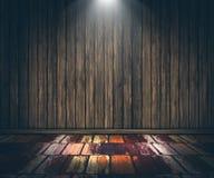 3D grunge houten binnenland met schijnwerper die neer glanzen Stock Fotografie