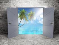 3D grunge izbowy wnętrze z otwarte drzwi przyglądającym tropikalny out Zdjęcia Royalty Free