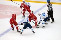 D Gurkov 68 versus I Petrakov 43 op gezicht-weg Stock Foto