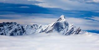 D'Hérens вдавленного места гора в пеннине Альпах, лежа на t Стоковые Фото