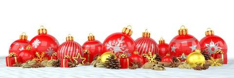 3d hacen - las chucherías rojas y de oro de la Navidad sobre el backgrou blanco Foto de archivo libre de regalías