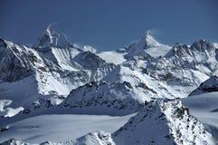 d'Herens de Matterhorn y de la abolladura imagenes de archivo