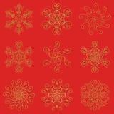 3d het effect van sneeuwvlokkenpictogrammen gouden vastgestelde die inzameling op rode achtergrond wordt geïsoleerd stock illustratie