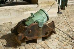 D'Honneur Les Invalides Parigi di Cour del cannone fotografie stock libere da diritti