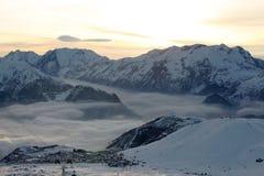 d'Huez de Alpe, centro turístico superior en las montan@as francesas Fotos de archivo