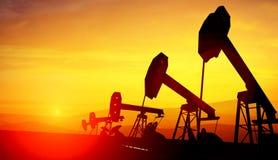 3d illustratie van de hefbomen van de oliepomp op zonsondergang royalty-vrije stock fotografie