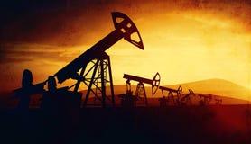 3d illustratie van de hefbomen van de oliepomp op zonsondergangachtergrond Royalty-vrije Stock Fotografie