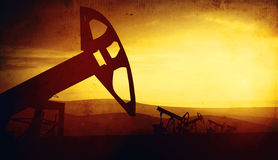 3d illustratie van de hefbomen van de oliepomp op zonsondergangachtergrond Royalty-vrije Stock Foto's