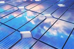 3D illustratiebezinning van de wolken op de photovoltaic cellen Blauwe zonnepanelen op gras Conceptenalternatief Royalty-vrije Stock Afbeeldingen