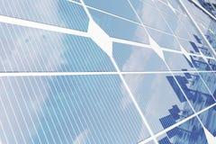 3D illustratiezonnepanelen Het zonnepaneel veroorzaakt groene, milieuvriendelijke energie van de zon Conceptenenergie Stock Afbeelding