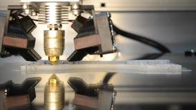 3d impresora de trabajo, jefe de la impresora 3d en la acción almacen de metraje de vídeo